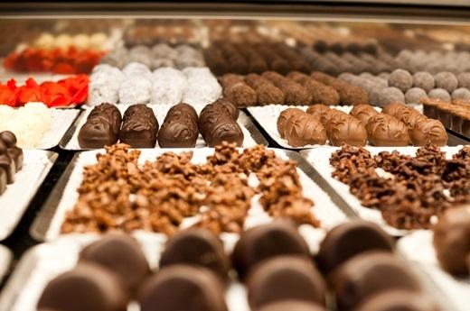 Thụy Sĩ – quốc gia của những người cuồng sô-cô-la. Bạn có biết rằng người dân của quốc gia nhỏ nhất khối châu Âu này tiêu thụ ít nhất gần 10kg sô-cô-la một năm không?