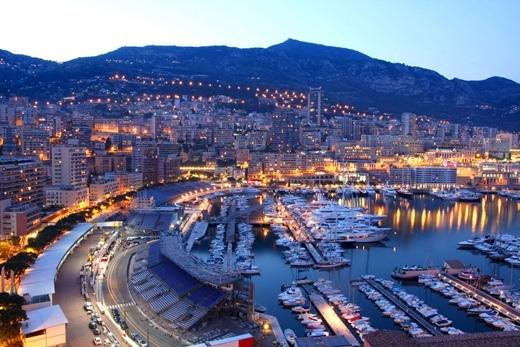 """Monaco – quốc gia """"tí hon"""", vì tổng diện tích của nước này thậm chí còn bé hơn cả Central Park ở thành phố New York và chỉ có vỏn vẹn 38.000 người sinh sống ở đây."""
