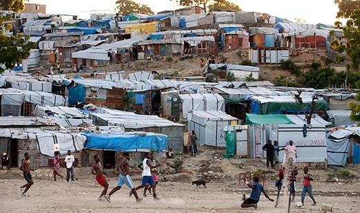 Haiti – đất nước vắng bóng cây. Trái ngược với Nga, Haiti rất hiếm cây xanh do nạn phá rừng tràn lan.