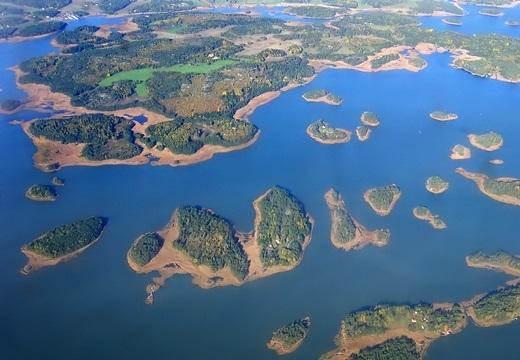 """Phần Lan – nơi nhiều đảo nhất thế giới. Bạn nghĩ rằng Indonesia mới là """"chúa tể của những hòn đảo""""? Sai rồi, Phần Lan mới là nhà vô địch trong khoản này với gần 180.000 hòn đảo đấy."""