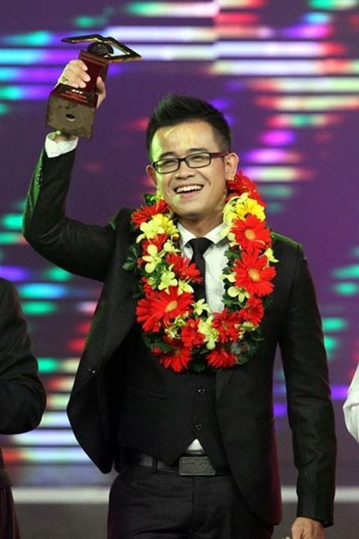 Bùi Đức Bảo xuất sắc vượt qua hàng trăm thí sinh để nhận cúp vàng cuộc thi Người dẫn chương trình năm 2013. - Tin sao Viet - Tin tuc sao Viet - Scandal sao Viet - Tin tuc cua Sao - Tin cua Sao