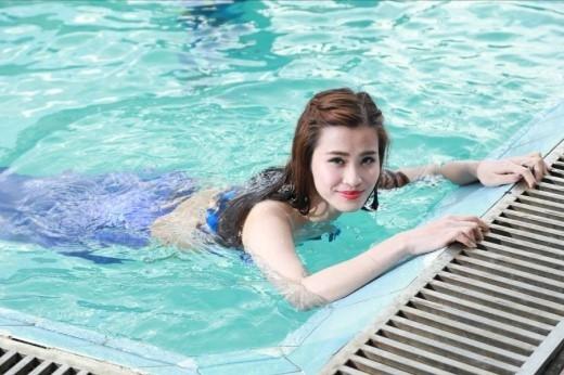 Dù không biết bơi nhưng Đông Nhi vẫn không ngại chinh phục thử thách Hát dưới nước. - Tin sao Viet - Tin tuc sao Viet - Scandal sao Viet - Tin tuc cua Sao - Tin cua Sao