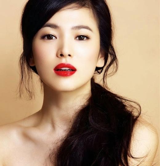 Nữ diễn viên xinh đẹp Song Hye Kyo ở vị trí thứ 4.