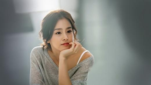 Công chúa ngủ Kim Tae Hee đứng ở vị trí thứ 8. Theo thống kê cho biết, Kim Tae Hee chỉ việc nằm ngủ mà vẫn dễ dàng bỏ túi 1,6 tỉ đồng cho 2 tập đầu tiên này.