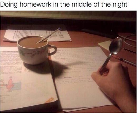 Đã là sinh viên thì việc thức đêm làm bài tập là chuyện rất ư bình thường.