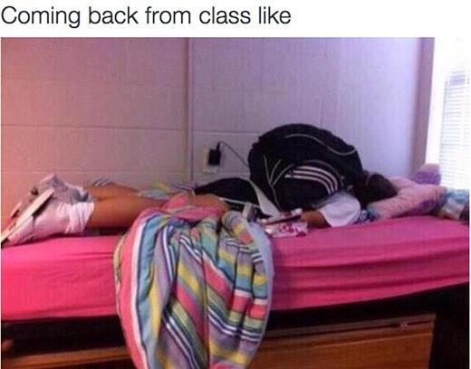 Trở về nhà sau một ngày đi học là chỉ muốn nằm bẹp dí trên giường mà thôi.