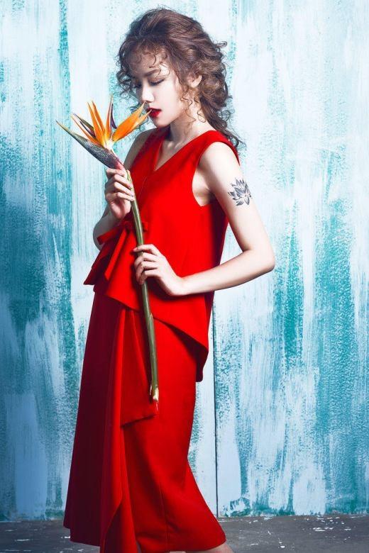 Phương Ly đẹp ngẩn ngơ trong màu đỏ quyến rũ
