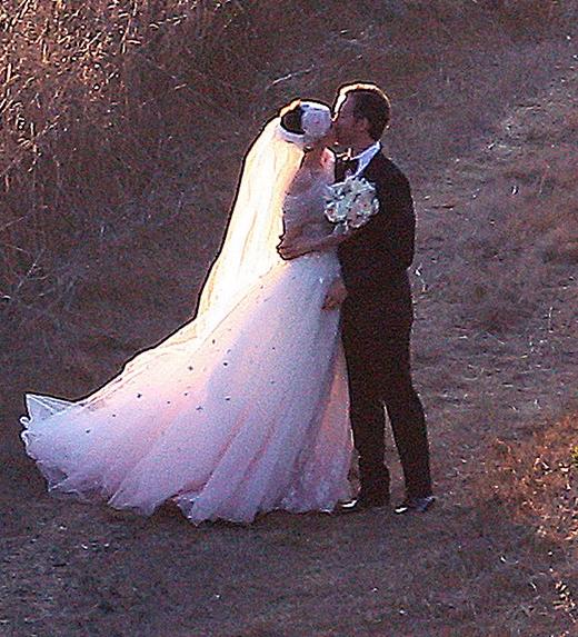 Anne Hathaway and Adam Shulman đã tổ chức hôn lễ tại Big Sur, California vào tháng 9/2012