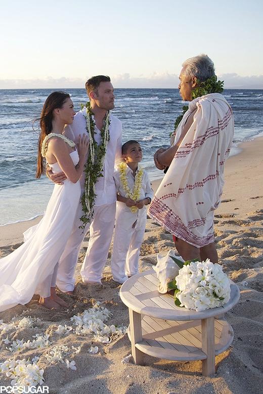 Megan Fox và Brian Austin Green tại buổi hôn lễ lãng mạn ở Hawaii vào tháng 6/2010 cùng với cậu con trai của Brian.