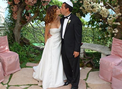Adam Sandler và Jackie Titone chính thức trở thành vợ chồng tại Malibu vào 6/2003.