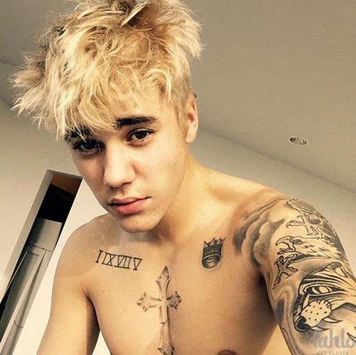 Đến cuối năm 2014, anh chàng một lần nữa thay đổi hoàn toàn vẻ ngoài bằng cách để tóc khá dài và nhuộm bạch kim.