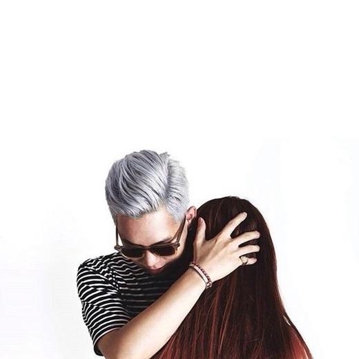 Bức ảnh mập mờ khiến nhiều người càng nghi ngờ, đồn đoán về chuyện tình cảm của cặp đôi này.