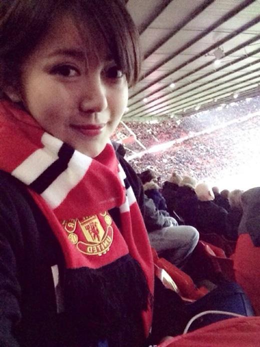 Tú Linh là fan trung thành của đội bóng Quỷ Đỏ.