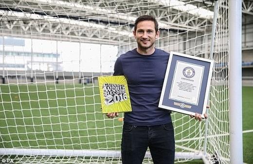 Tiền vệ Frank Lampard được vinh danh với kỉ lục là cầu thủ ghi bàn vào lưới của nhiều câu lạc bộ nhất tại Premier League. Anh làm tung lưới 39 câu lạc bộ, trong đó có đội bóng cũ Chelsea khi chơi Man City mùa trước.