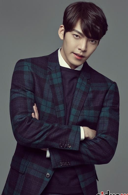 Kim Woo Bin đang được đánh giá là ngôi sao tiềm năng của làng phim xứ Hàn. Dù chưa chính thức nhận được vai chính trong phim truyền hình nào nhưng anh chàng vẫn được trả 50 triệu won (khoảng 1 tỉ đồng) để xuất hiện trong một tập phim.
