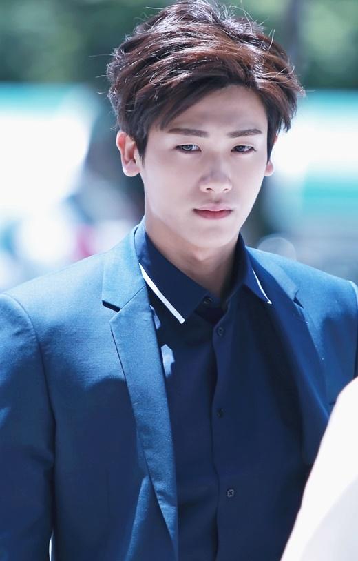 Nhờ vai diễn đáng yêu trong The Heirs, Hyungsik (ZE:A) nhận được vai nam thứ ở High Society. Từ đó, thu nhập của anh cũng tăng lên bằng với Lee Joon và Sungjae cho một tập phim. Với phong độ hiện nay, nhiều người dự đoán Hyungsik sẽ tỏa sáng hơn nữa trên bầu trời nghệ thuật.