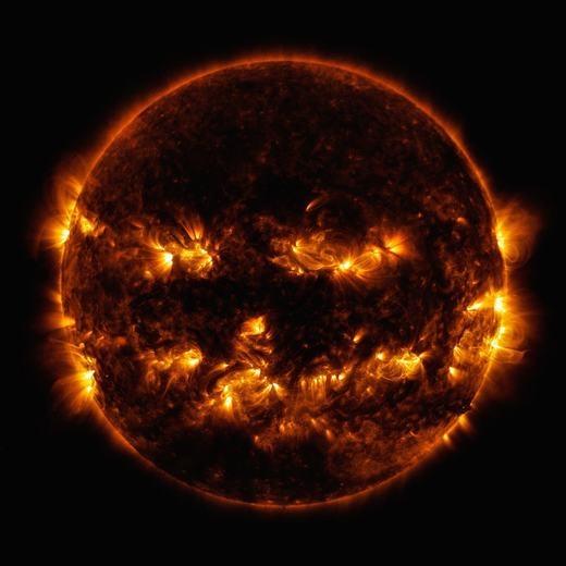 Đây là hình ảnh của bão mặt trời - cơn bão sẽ gây thiệt hại lớn nếu nó ảnh hưởng đến Trái đất, đặc biệt là hệ thống điện, điện tử…
