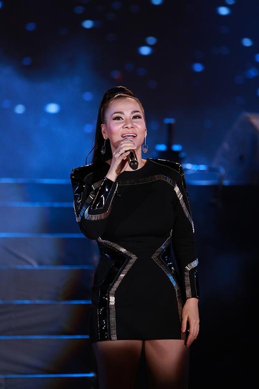 Ca sĩ Thu Minh đẹp mặn mà sau khi sinh