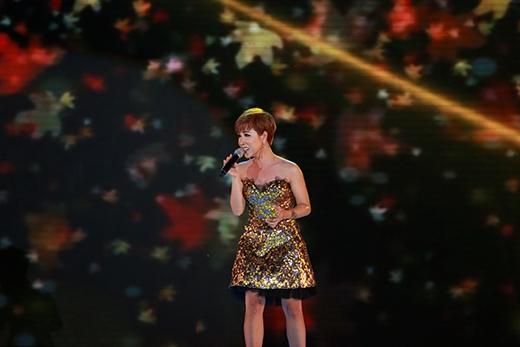 Ca sĩ Uyên Linh trẻ trung và hát hay hơn