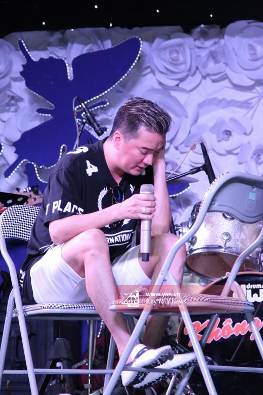 Hoài Lâm tình tứ ngồi vào lòng Đàm Vĩnh Hưng tập hát - Tin sao Viet - Tin tuc sao Viet - Scandal sao Viet - Tin tuc cua Sao - Tin cua Sao