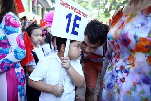Năm nay Xuân Bắc chỉ góp mặt trong lễ khai trường của con trai để cổ vũ và ủng hộ Bi. - Tin sao Viet - Tin tuc sao Viet - Scandal sao Viet - Tin tuc cua Sao - Tin cua Sao