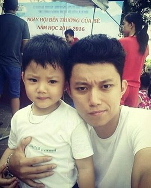 Thành viên nhóm Oplus - Quang Minh- không quên khoe ảnh cậu con trai nhỏ trong ngày khai giảng năm học mới. - Tin sao Viet - Tin tuc sao Viet - Scandal sao Viet - Tin tuc cua Sao - Tin cua Sao
