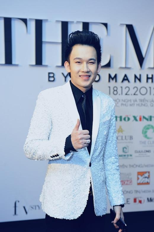 Chiếc áo vest tông trắng với chất liệu lạ mắt từng giúp Dương Triệu Vũ tỏa sáng trên thảm đỏ trong show diễn The Muse kỉ niệm 5 năm làm nghề của nhà thiết kế Đỗ Mạnh Cường.