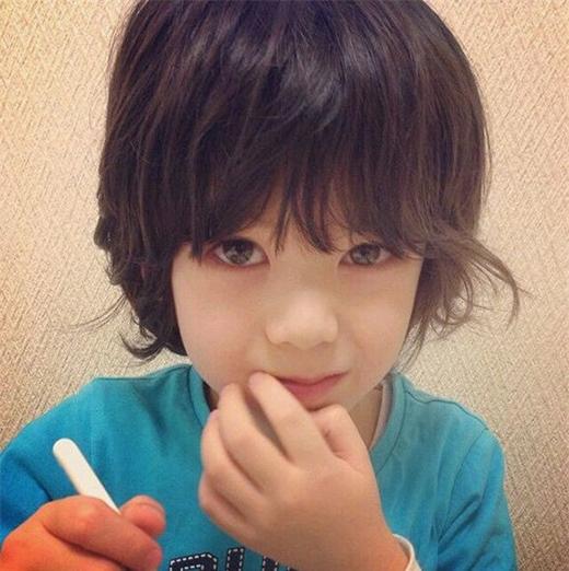 """""""Loạn tim"""" với đôi mắt hút hồn của cậu bé lai Nhật Bản"""