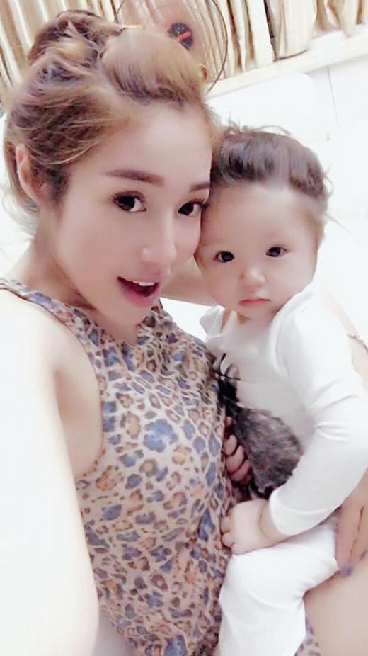 Những hình ảnh mới nhất của mẹ con Cadie được Elly Trần chia sẻ trên fanpage. - Tin sao Viet - Tin tuc sao Viet - Scandal sao Viet - Tin tuc cua Sao - Tin cua Sao
