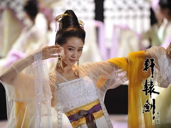 Rũ bỏ hình tượng dịu dàng, yếu đuối trong Bộ Bộ Kinh Tâm,Lưu Thi Thiđã hóa thân thành Nhị công chúa Ngọc Nhi lanh lợi, đáng yêu trong Hiên Viên Kiếm.