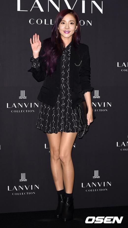 """Ở tuổi 31, Dara (2NE1) vẫn luôn rạng ngời với nhan sắc """"không tuổi"""" cùng thân hình hoàn hảo. Từ khi ra mắt đến nay, các fan cũng hầu như chưa bao giờ thấy cô lên cân."""