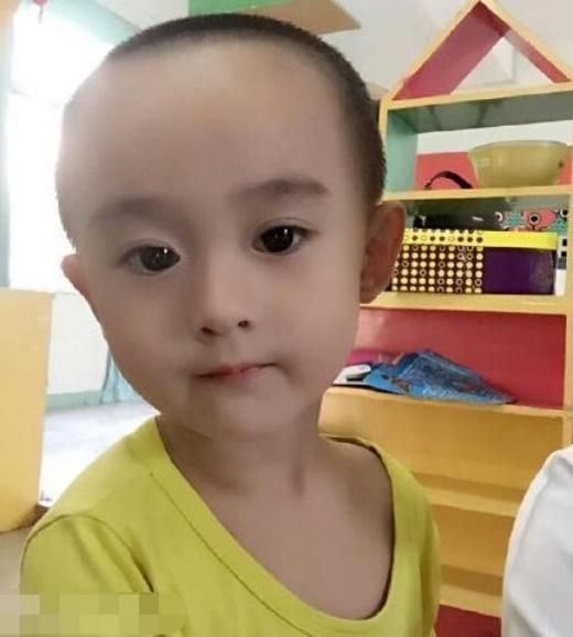Bé trai gây bão khi giống hệt nữ diễn viên Hoa Thiên Cốt