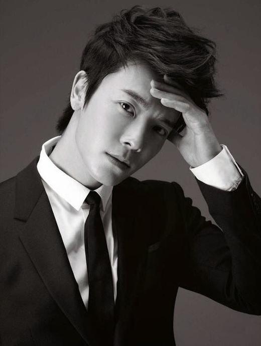 Donghae (Super Junior) cũng sẽ nhập ngũ với vai trò là lính cảnh sát vào ngày 15/10/2015 tới đây.