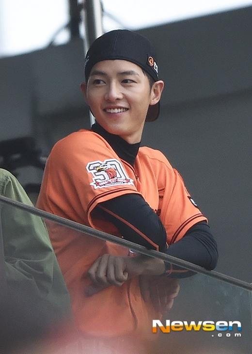 """Song Joong Ki """"sướng rơn"""" vì được thỏa đam mê ngày bé"""