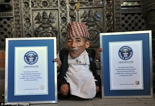 Người đàn ông thấp nhất thế giới qua đời ở tuổi 75