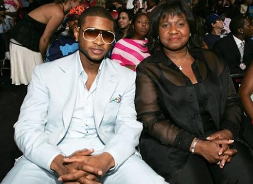 Usher và mẹ anh đã có mối quan hệ hợp-tan khá phức tạp. Bà là người quản lí của anh trong nhiều năm, thế nhưng nam ca sĩ đã sa thải mẹ mình ngay khi kết hôn với người vợ đầu tiên. Sau đó,Usher lại mời mẹ về làm việc khi cuộc hôn nhân kết thúc, rồi lại tiếp tục sa thải bà khi anh bắt đầu hẹn hò với bạn gái mới.
