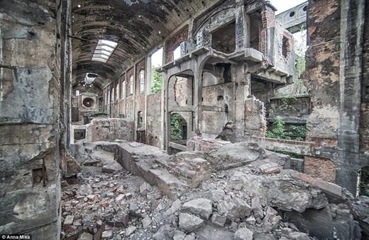 Tác phẩm yêu thích nhất của Anna chính là bức ảnh chụp một góc nhỏ của nhà máy xi măng cũ ở Jaworzno.