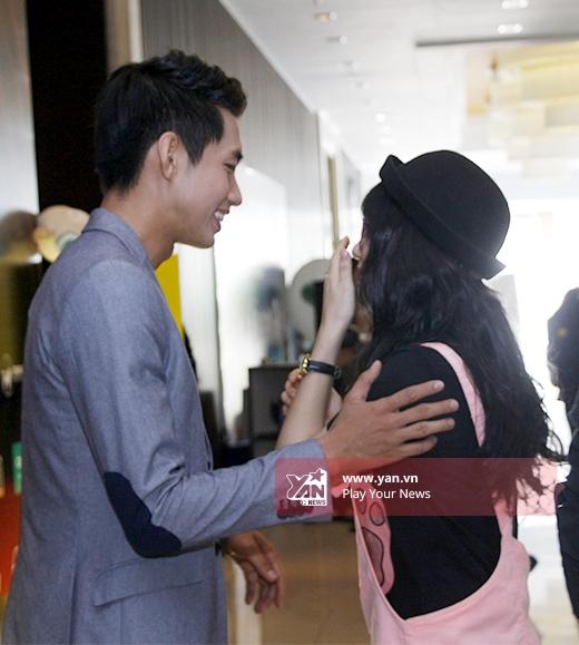 Quang Đăng, Hòa Minzy tỏ ra phấn khích khi được gặp nhau. - Tin sao Viet - Tin tuc sao Viet - Scandal sao Viet - Tin tuc cua Sao - Tin cua Sao