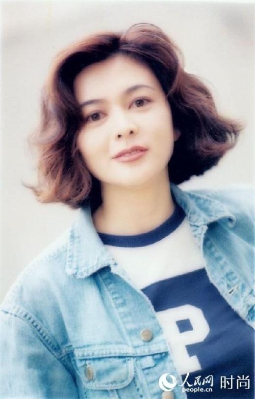 Theo trang Cri, thông tin Quan Chi Lâm có khối u ở tuyến yên não bộ từng xuất hiện từ năm 1994. Cô âm thầm chữa trị trong suốt thời gian qua. Do khối u ở khu vực khó phẫu thuật, Quan Chi Lâm thường xuyên tái khám tại các bệnh viện hàng đầu. Cũng vì căn bệnh này, nữ diễn viên ngoài 50 tuổi liên tục rơi vào trạng thái khó ngủ, mệt mỏi. Gần đây, nguồn tin trên weibo cho biết, khối u của Quan Chi Lâm trở nặng và bị chẩn đoán là ung thư, sức khỏe trong tình trạng nguy hiểm.
