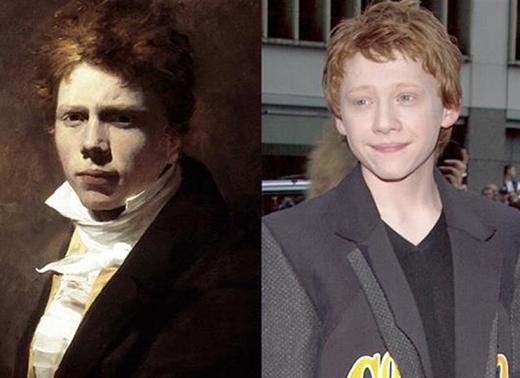 Ảnh trên là Sir David Wilkie - họa sĩ người Scotland hoạt động những năm đầu thế kỉ 19 vàRupert Grint - nam diễn viên người Anh nổi tiếng với vai trò Ron Weasley trong loạt phim Harry Potter. Hai anh chàng tóc đỏ này hoàn toàn có thể là anh em nếu họ được sinh ra trong cùng thế kỉ.