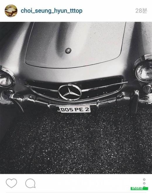 """Bức ảnh chụp cùng một chiếc xe đã """"tố cáo"""" buổi hẹn hò lãng mạn dưới mưa của G-Dragon và T.O.P."""