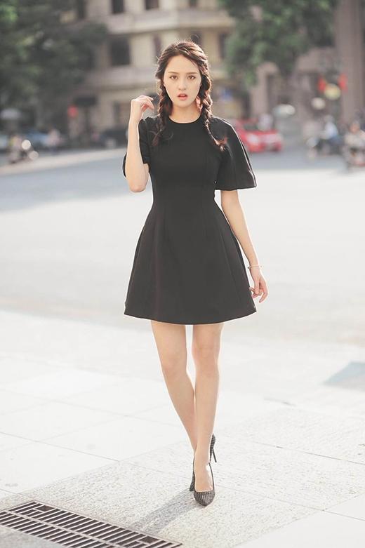 Thời trang dạo phố quyến rũ, thanh lịch của á hậu Hoàng Anh