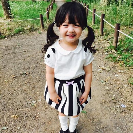 Nhiều người hâm mộ bày tỏ, ngắm ảnh Jae Eun khiến họ cũng muốn có một cô con gái để ăn diện cho bé thật đẹp.