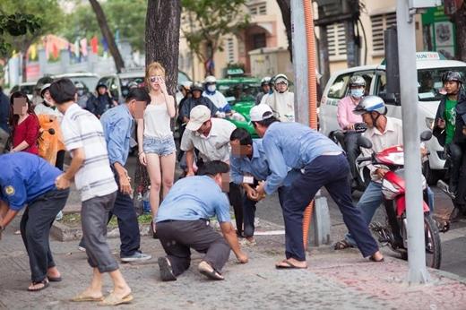 9x Sài Gòn vung tiền gây náo loạn giữa phố