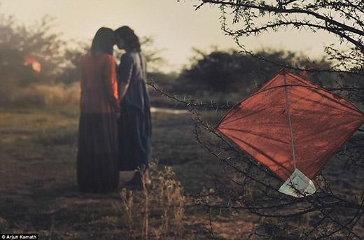 Cặp đôi biết chắc sẽ có rất nhiều chông gai phía trước phải đối diện, nhưng để tìm được nhau đã là rất khó, vậy sao phải từ bỏ?