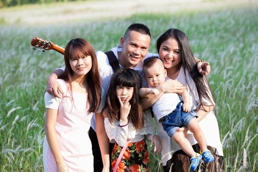 Không chỉ là một người mẹ trẻ tận tâm với cậu con trai nhỏ vừa tròn một tuổi, Lam Trang còn khiến Tú Dưa tự hào khi cô cũng rất chu toàn, yêu thương các con riêng của anh. - Tin sao Viet - Tin tuc sao Viet - Scandal sao Viet - Tin tuc cua Sao - Tin cua Sao