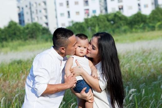 Giữ lại hạnh phúc cũng là ca khúc Tú Dưa dành tặng cho người bạn đời Lam Trang - Tin sao Viet - Tin tuc sao Viet - Scandal sao Viet - Tin tuc cua Sao - Tin cua Sao