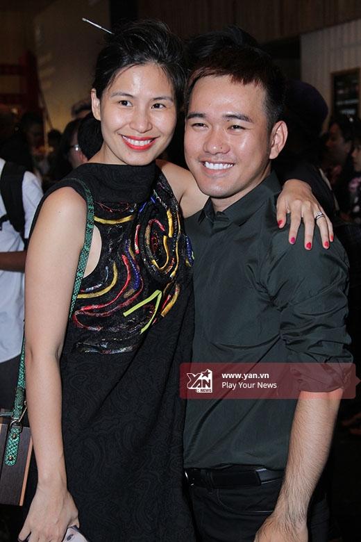 Lê Thanh Hòa thân thiết chụp ảnh cùng Thủy Nguyễn. Với những thiết kế mang đậm tinh thần dân tộc, Thủy Nguyễn hứa hẹn sẽ mang đến những điều thú vị cho Vietnam International Fashion Week năm nay.