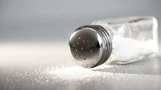 Muối hay natriclorua (NaCl) là một trong những chất không thể thiếu trong bữa ăn hàng ngày.