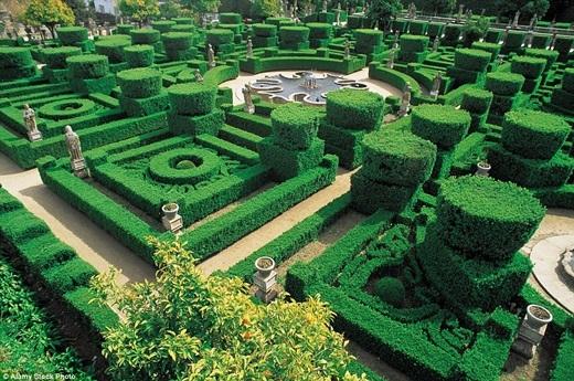 Cùng lạc lối trong mê cung theo phong cách Baroque sang trọng Bishop's Palace Garden ở Bồ Đào Nha. (Ảnh:Internet)